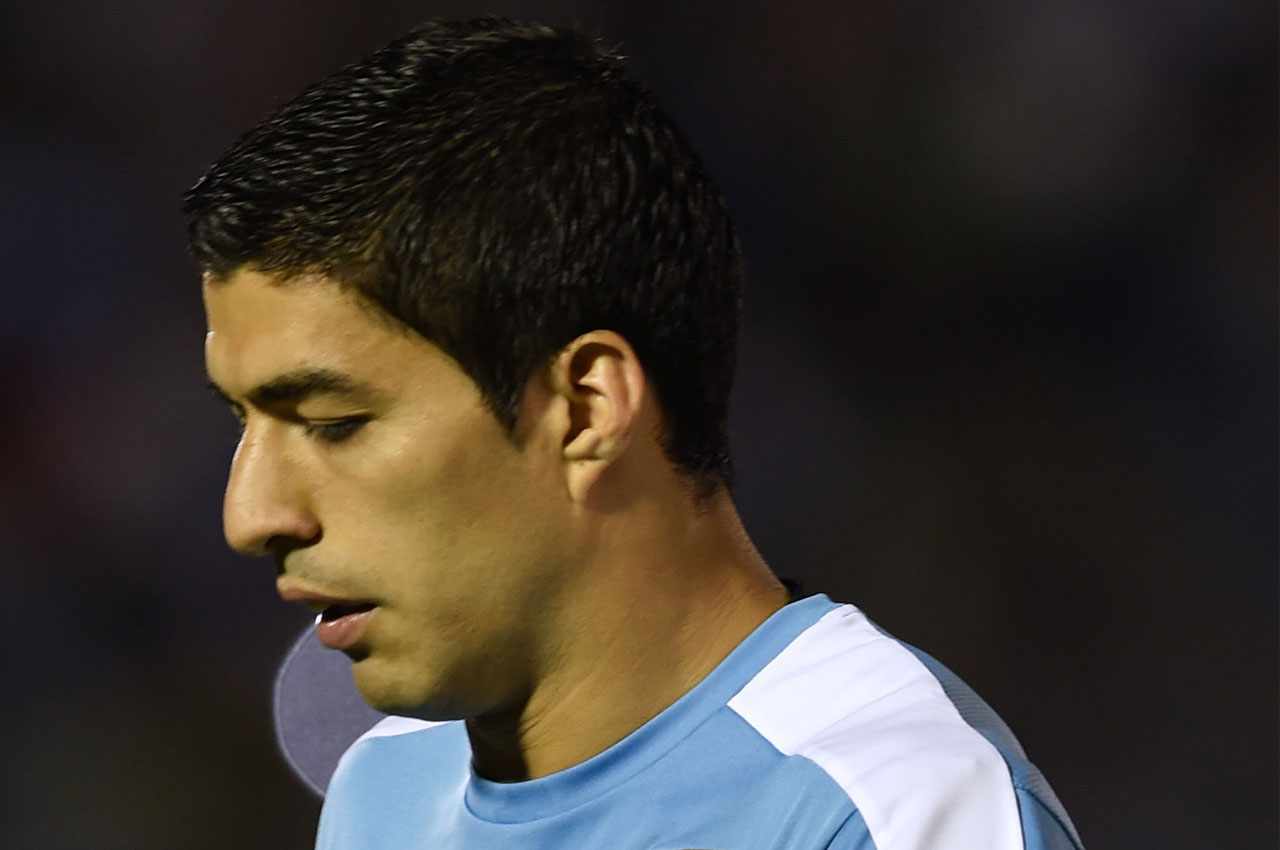 Uruguay's Luis Suarez warms up before the start of the Russia 2018 FIFA World Cup South American Qualifiers' football match Uruguay vs Peru, at the Centenario stadium in Montevideo, on March 29, 2016. AFP PHOTO / MIGUEL ROJO / AFP PHOTO / MIGUEL ROJO