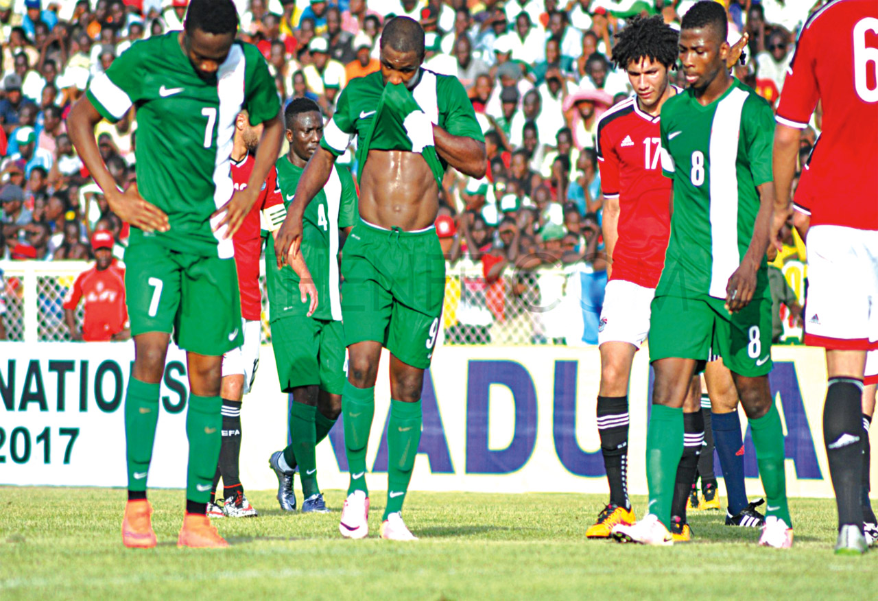 Super Eagles players trudging off the pitch after failing to qualify for the 2017 Nations Cup. PHOTO: AFP