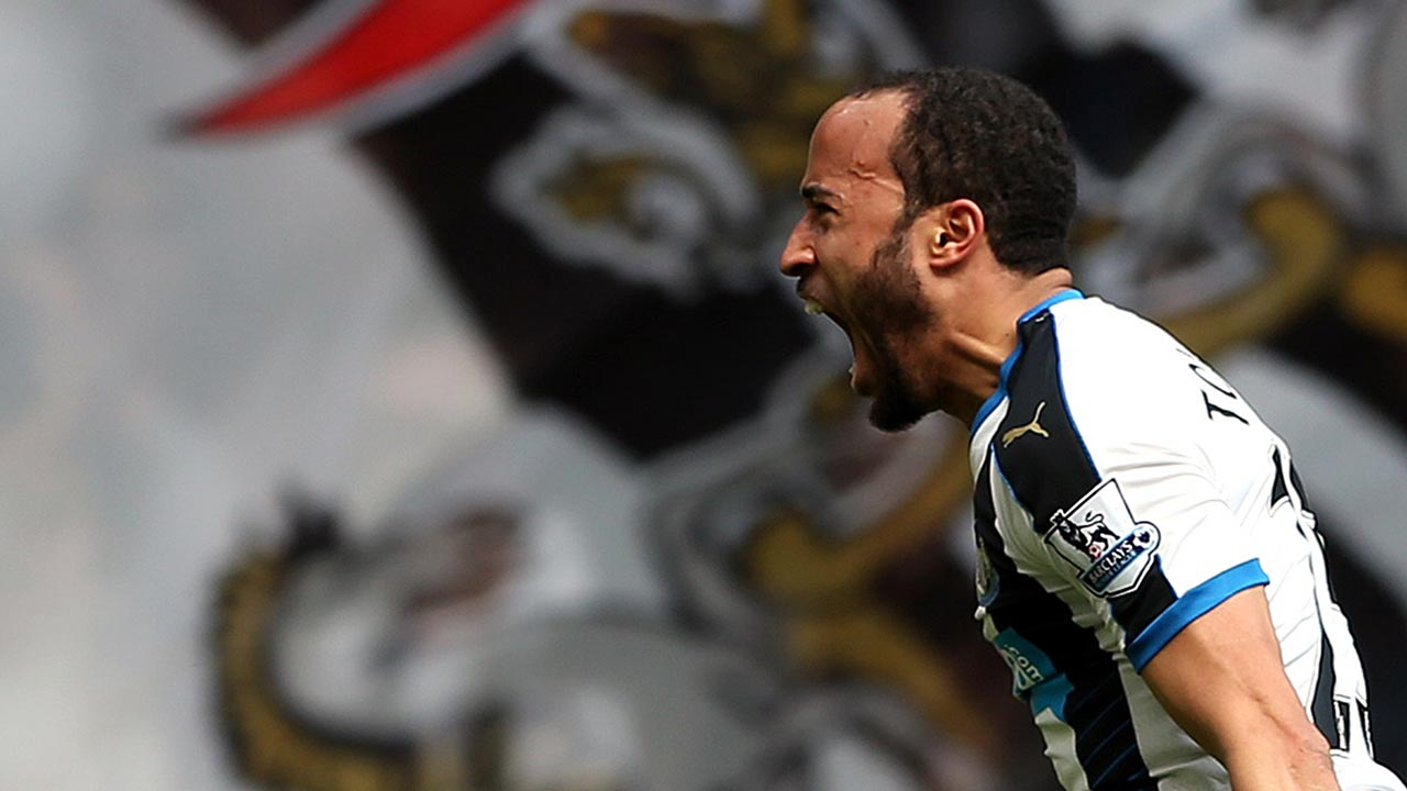 Newcastle United's Andros Townsend celebrates after scoring during the English Premier League football match between Newcastle United and Crystal Palace at St James' Park in Newcastle-upon-Tyne, north east England on April 30, 2016. SCOTT HEPPELL / AFP