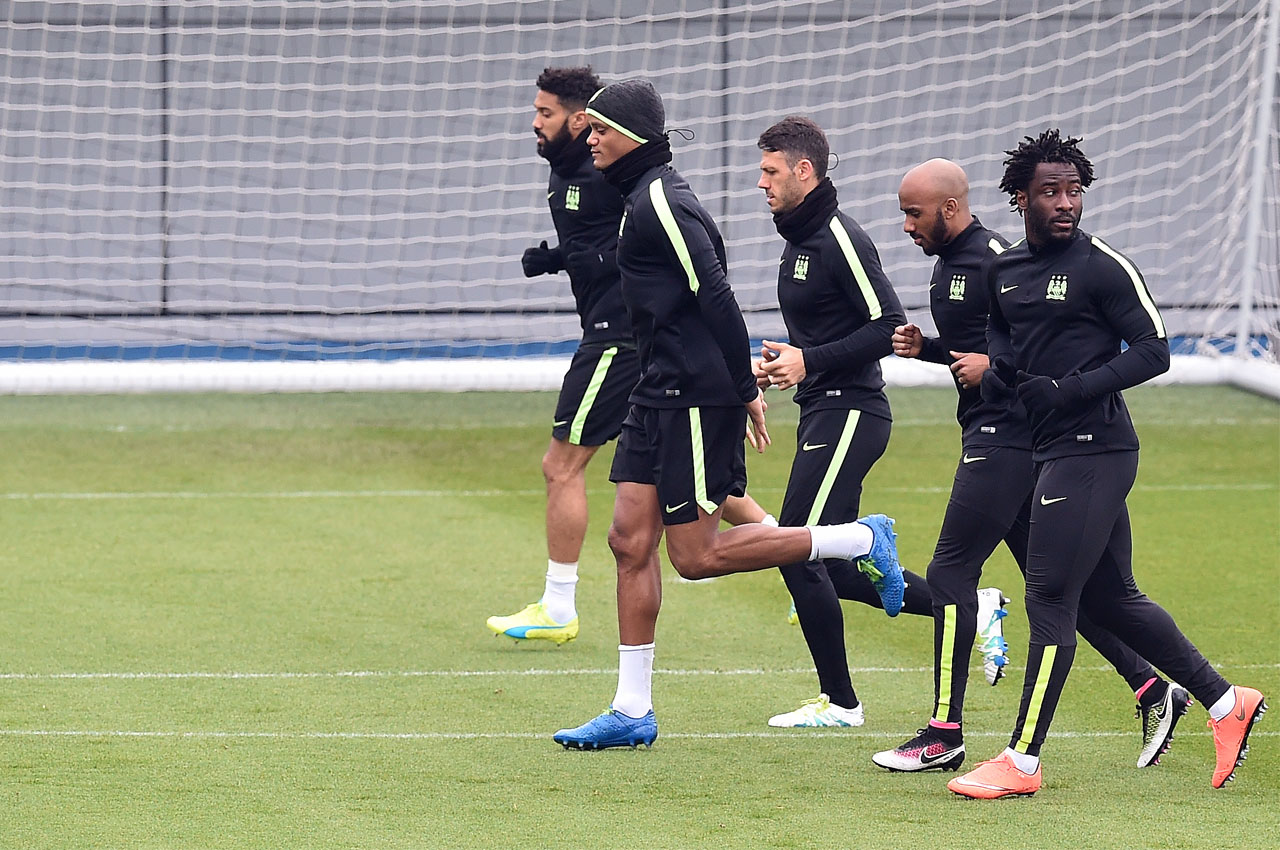 LtoR Manchester City's French defender Gael Clichy, Manchester City's Belgian defender Vincent Kompany, Manchester City's Argentinian defender Martin Demichelis and Manchester City's Ivorian striker Wilfried Bony (R) participate during a team training session in Manchester, northern England on April 11, 2016.  Manchester City will play Paris Saint-Germain (PSG) in a UEFA Champions League quarter-final, second leg football match on April 12, 2016. / AFP PHOTO / PAUL ELLIS