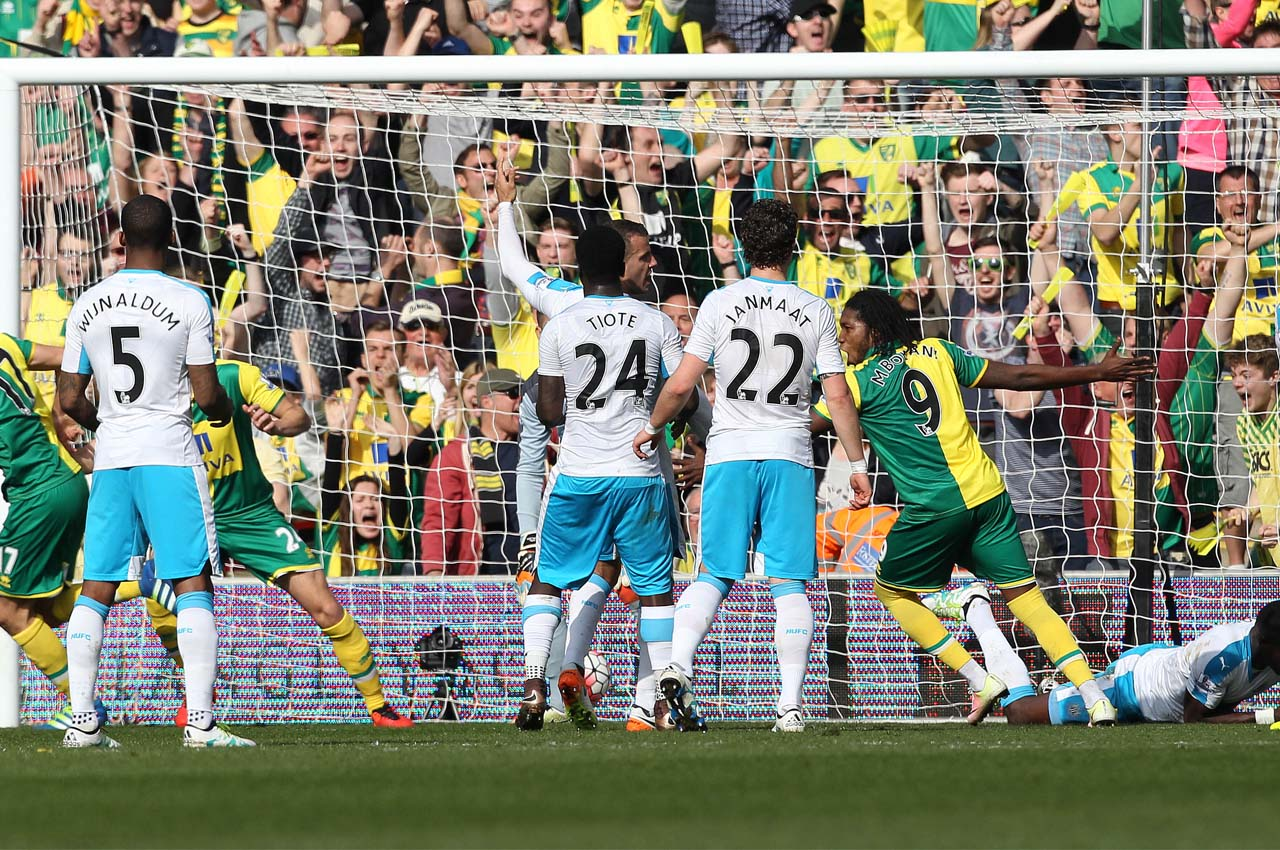 Norwich City's Swiss midfielder Timm Klose (L) scores the opening goal against Newcastle during the English Premier League football match between Norwich City and Newcastle United at Carrow Road in Norwich, eastern England, on April 2, 2016.  / AFP PHOTO / LINDSEY PARNABY