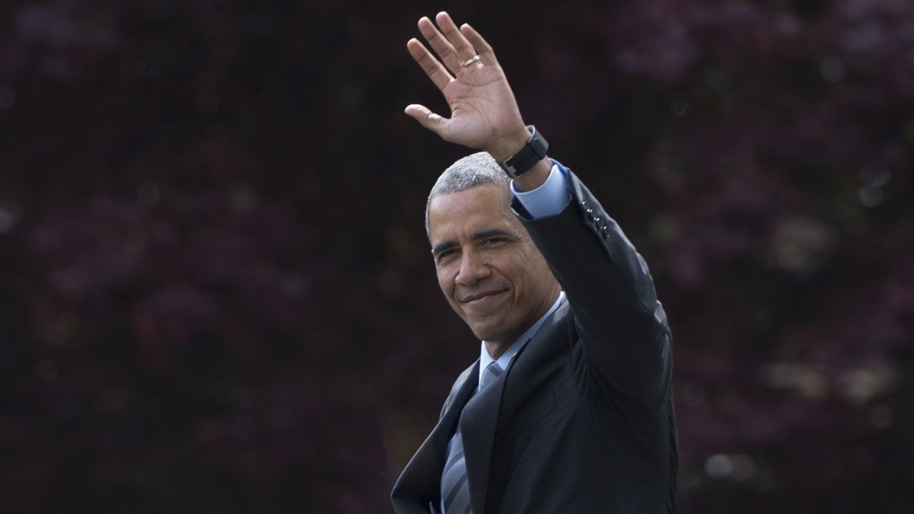 US President Barack Obama waves as he departs the White House for his trip to Saudi Arabia, Germany and Great Britain on April 19, 2016, in Washington, DC. US President Barack Obama heads to Saudi Arabia Tuesday amid tensions over congressional legislation which would potentially allow the royal government to be sued in American courts over the September 11, 2001 attacks. / AFP PHOTO / MOLLY RILEY