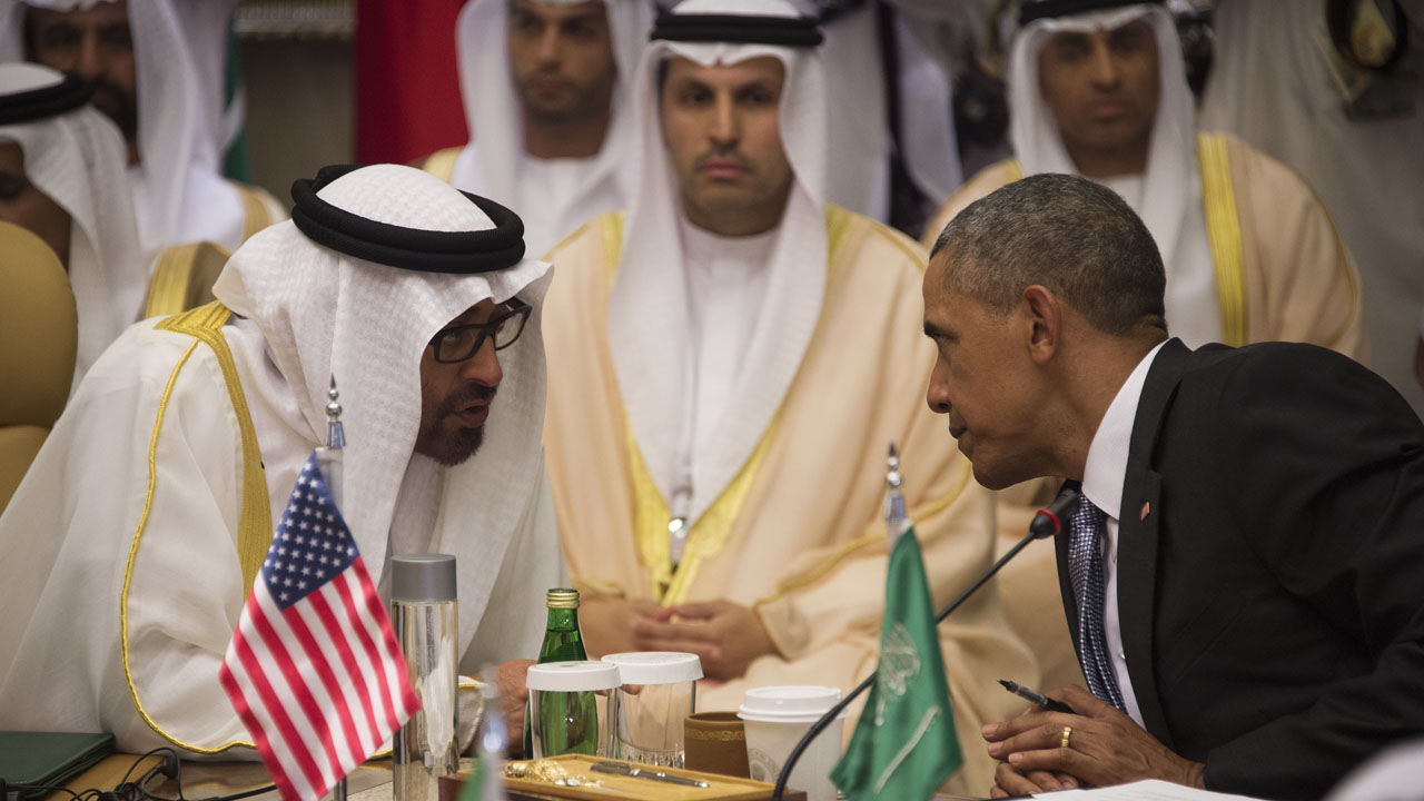 US President Barack Obama (R) speaks with Sheikh Mohammed bin Zayed al-Nahyan (L), Crown Prince of Abu Dhabi, during the US-Gulf Cooperation Council Summit in Riyadh, on April 21, 2016. Obama met Gulf leaders in Saudi Arabia to push for an intensified campaign against the Islamic State group, despite strains in Gulf ties with Washington.  / AFP PHOTO / Jim Watson