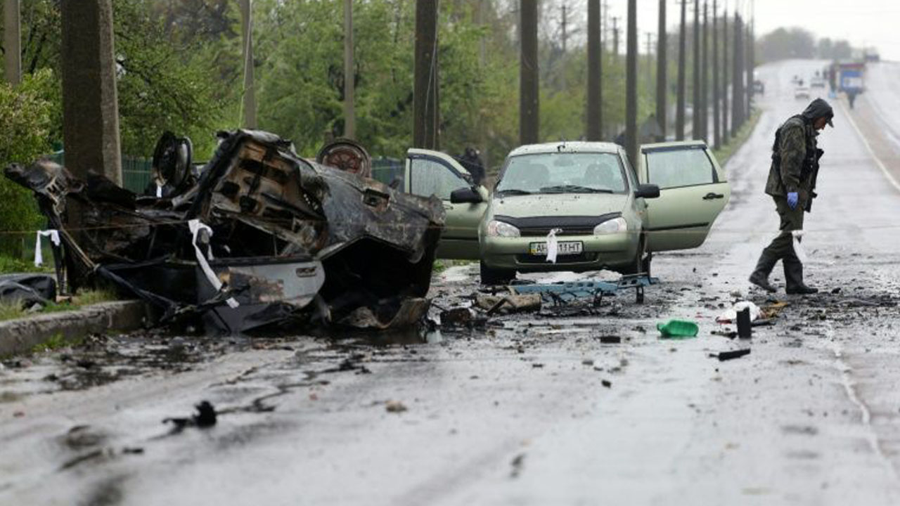 Four people were killed when cars were destroyed by shelling at the rebel-controlled village of Olenivka, eastern Ukraine, on April 27, 2016