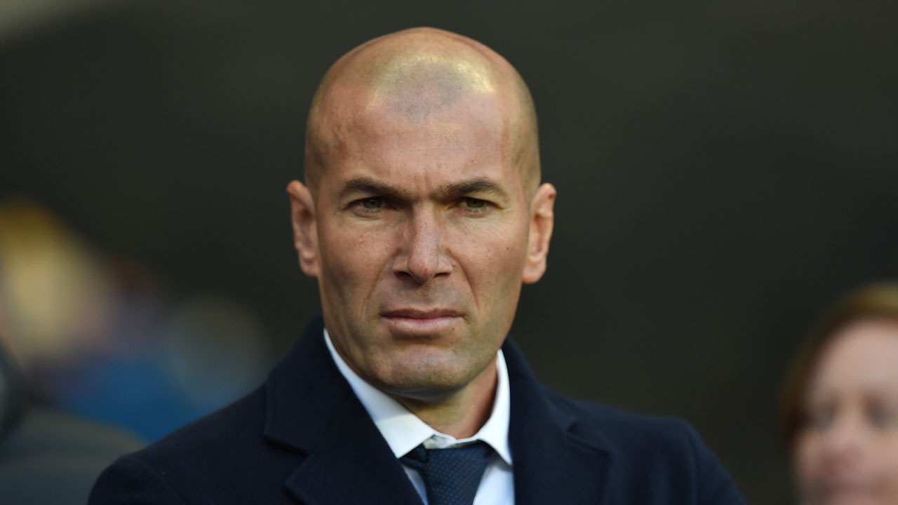 Real Madrid's French coach Zinedine Zidane arrives for the UEFA Champions League semi-final first leg football match between Manchester City and Real Madrid at the Etihad Stadium in Manchester, northwest England, on April 26, 2016. / AFP PHOTO / PAUL ELLIS