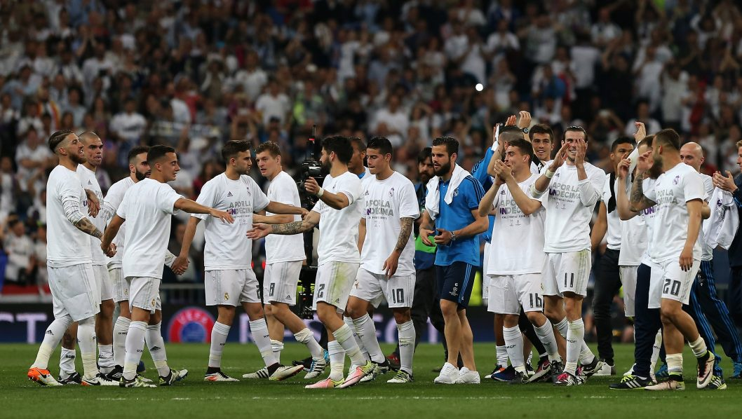 Real Madrid players celebrate their victory at the end the UEFA Champions League semi-final second leg football match Real Madrid CF vs Manchester City FC at the Santiago Bernabeu stadium in Madrid, on May 4, 2016. Real Madrid won 1-0. / AFP PHOTO / CESAR MANSO