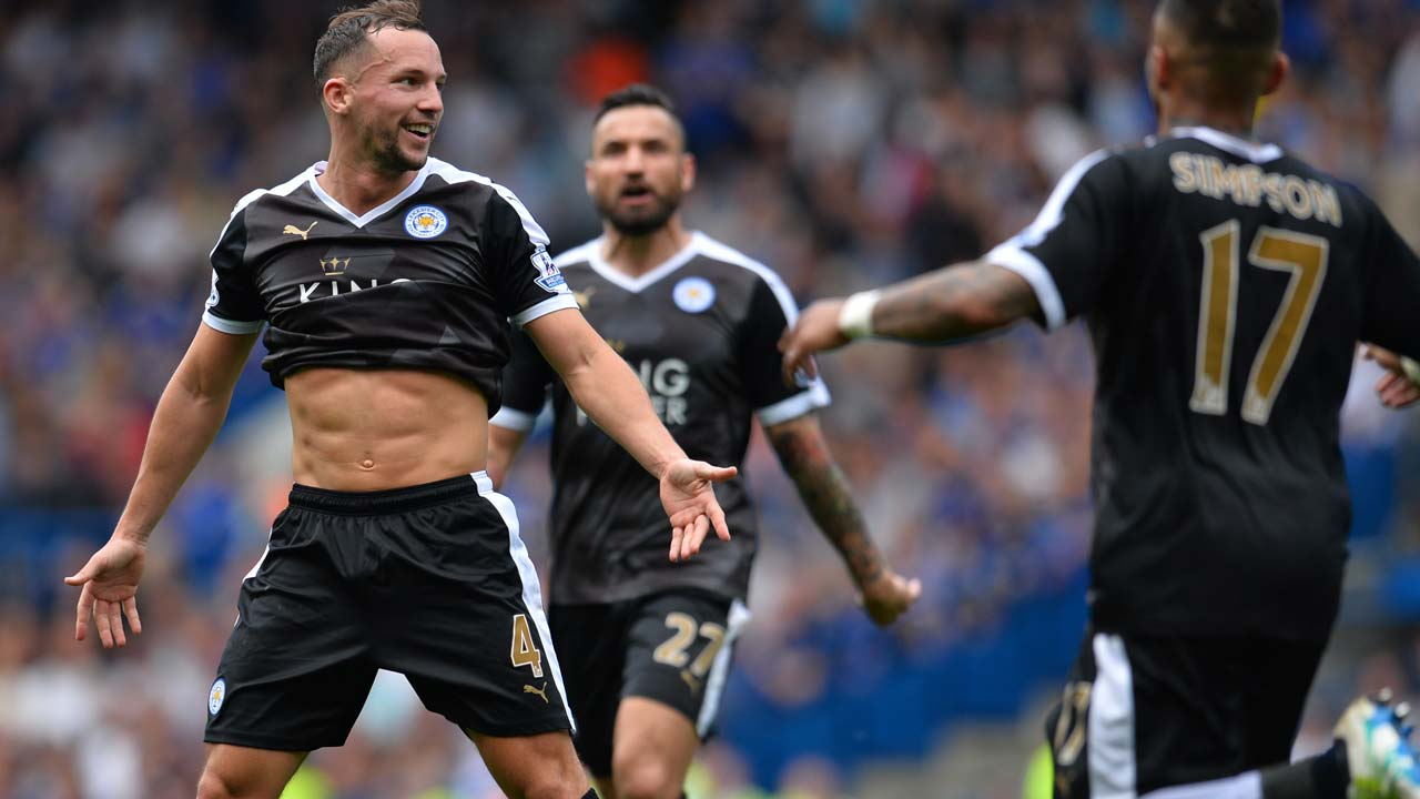 Leicester City's English midfielder Danny Drinkwater (L) celebrates afer scoring during the English Premier League football match between Chelsea and Leicester City at Stamford Bridge in London on May 15, 2016. GLYN KIRK / AFP