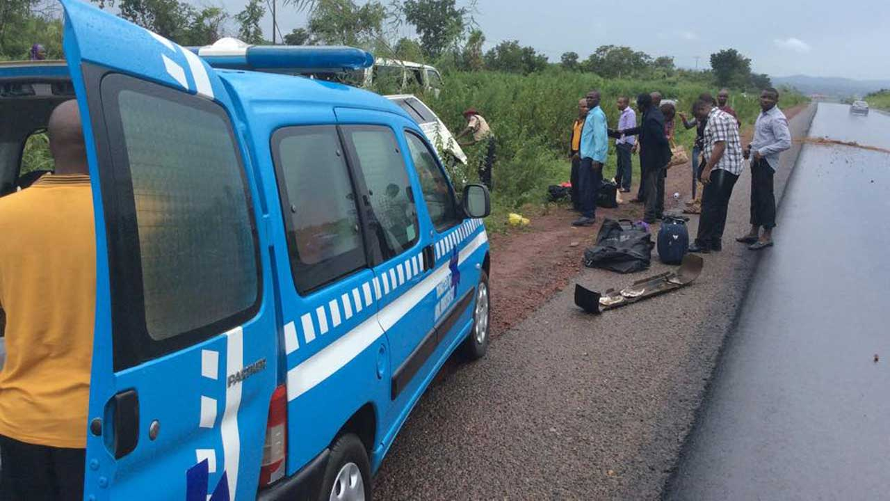 Eight die in Ondo auto crashes as truck crushes mother, child to death in Ogun