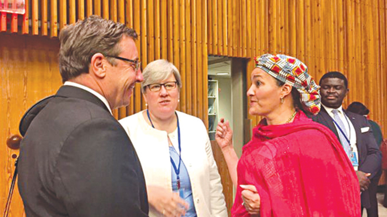 UN Under-Secretary-General and Executive Director of UNEP, Achim Steiner (left); Chief Executive Officer of the Sustainable Energy for AllRachel Kyte and Minister of Environment, Mrs. Amina Mohammed signing the Paris Agreement at a ceremony at the UN Headquarters