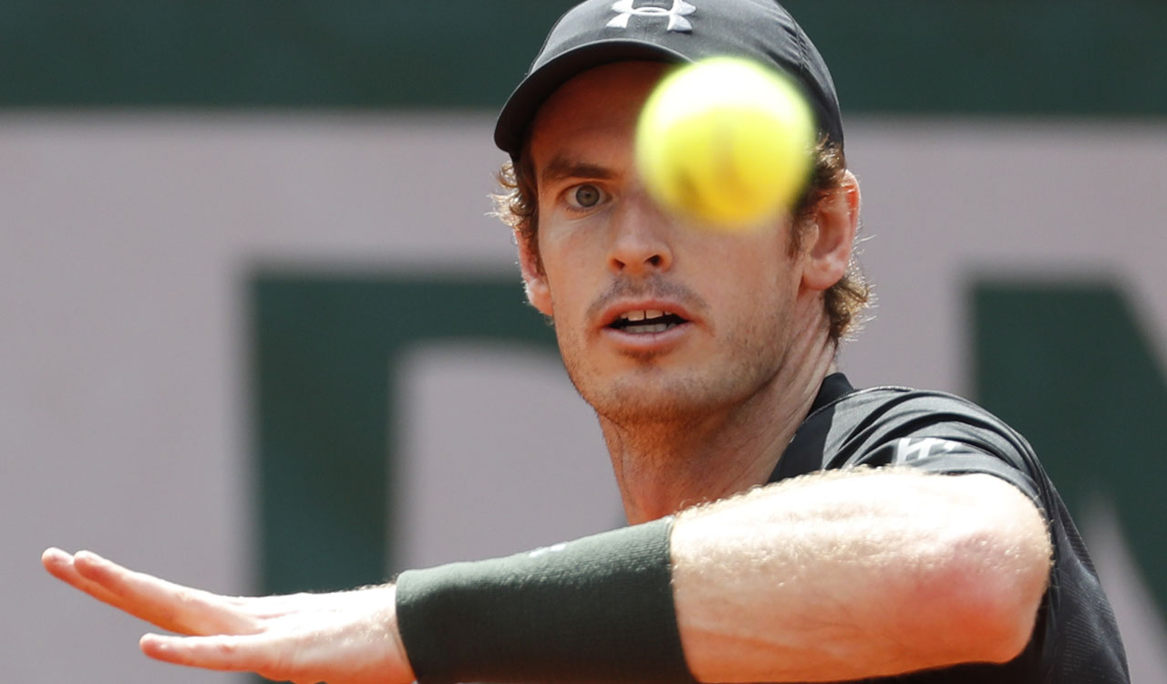 Great Britain's Andy Murray returns the ball to France's Mathias Bourgue during their men's second round match at the Roland Garros 2016 French Tennis Open in Paris on May 25, 2016. / AFP PHOTO / Thomas SAMSON