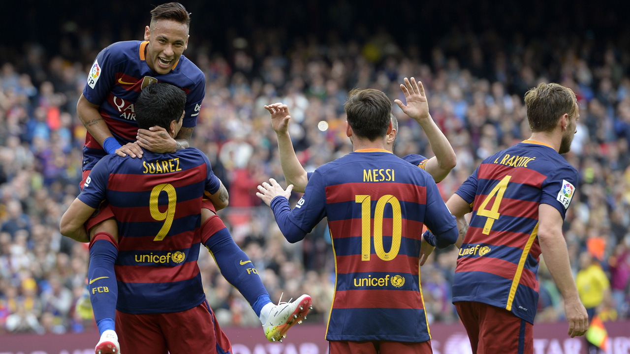 Barcelona's Uruguayan forward Luis Suarez (DOWN L) celebrates with Barcelona's Brazilian forward Neymar (UP L) and teammates after scoring a goal during the Spanish league football match FC Barcelona vs RCD Espanyol at the Camp Nou stadium in Barcelona on May 8, 2016. / AFP PHOTO / LLUIS GENE