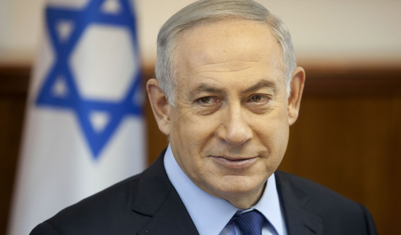 Israeli Prime Minister Benjamin Netanyahu looks on during the weekly cabinet meeting at his office in Jerusalem, on May 31, 2016. / AFP PHOTO / POOL / DAN BALILTY