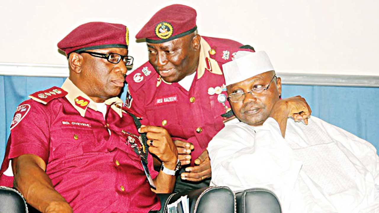 Corps Marshal, Federal Road Safety Corps, Boboye Oyeyemi (left); Head of Statistics and Media, Corps Commandant Bisi Kazeemand Chairman, Senate Committee on Federal Character and Inter-Governmental Affairs, Tijani Kaura during a stakeholders forum on tyres in Abuja …yesterday.                                                        PHOTO: LADIDI LUCY ELUKPO.