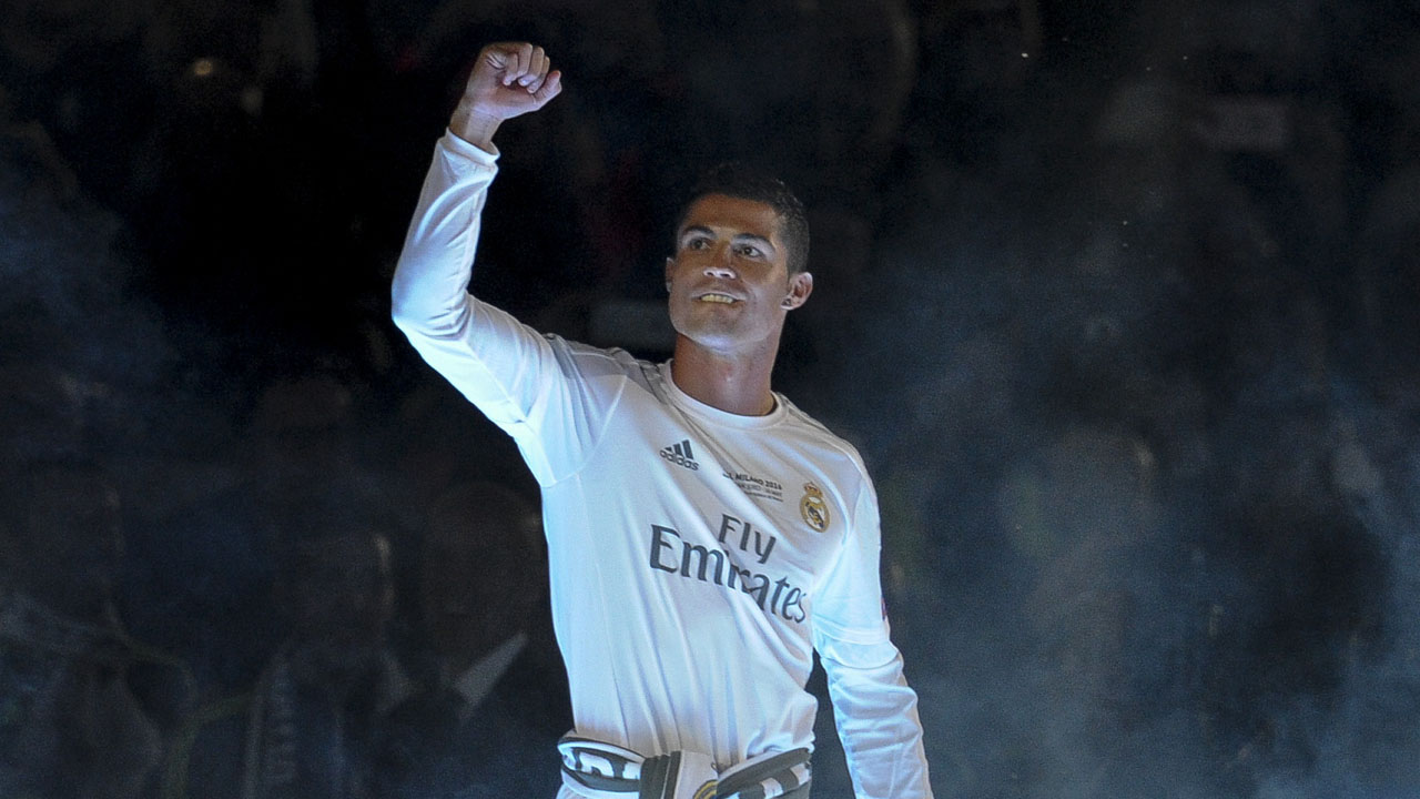 Real Madrid's Portuguese forward Cristiano Ronaldo acknowledges supporters during Real celebrations for their 11th UEFA Champions Cup at the Santiago Bernabeu stadium in Madrid on May 29, 2016, a day after winning the UEFA Champions League final foobtall match between Real Madrid CF, Club Atletico de Madrid held in Milan, Italy on May 28, 2016. / AFP PHOTO / PEDRO ARMESTRE