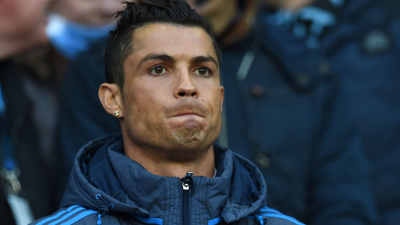 Real Madrid's Portuguese forward Cristiano Ronaldo watches from the crowd as a spectator during the UEFA Champions League semi-final first leg football match between Manchester City and Real Madrid at the Etihad Stadium in Manchester, northwest England, on April 26, 2016. / AFP PHOTO / PAUL ELLIS