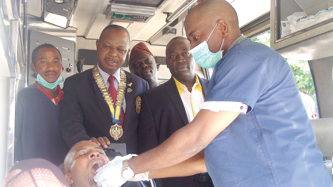 "District Governor, Otunba Bola Onabadejo (2nd left), Ismail Bolaji (right), President of Rotary Club of Ikeja Central, Obidi Ugeh and others where a patient was being treated during the star project organized by Rotary Club of Ikeja Central titled ""Oral and Dental Care' at Rotary Centre, GRA, Ikeja. PHOTO: ISAAC TAIWO"
