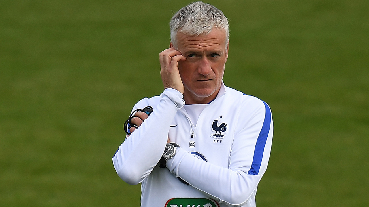 France's head coach Didier Deschamps . / AFP PHOTO / FRANCK FIFE