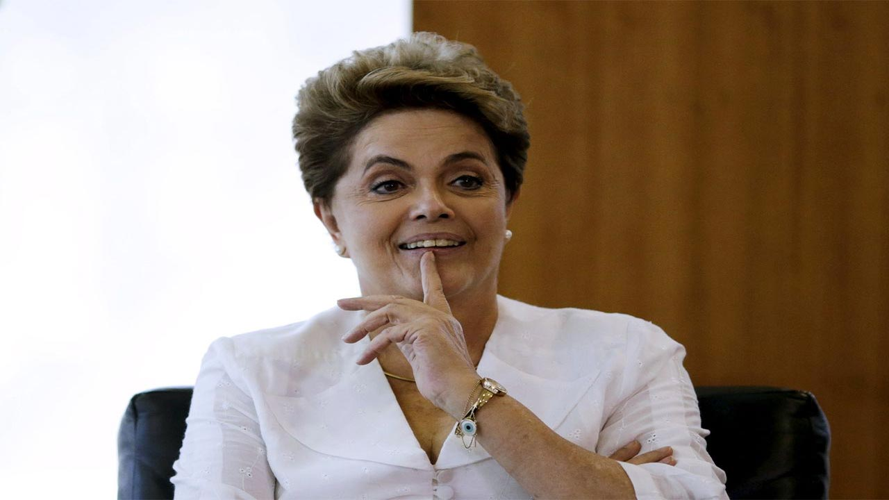 Brazilian President Dilma Rousseff has taken her battle to survive impeachment to the Supreme Court in a last-ditch attempt to stay in office a day before the Senate is expected to vote to try her for breaking budget laws.