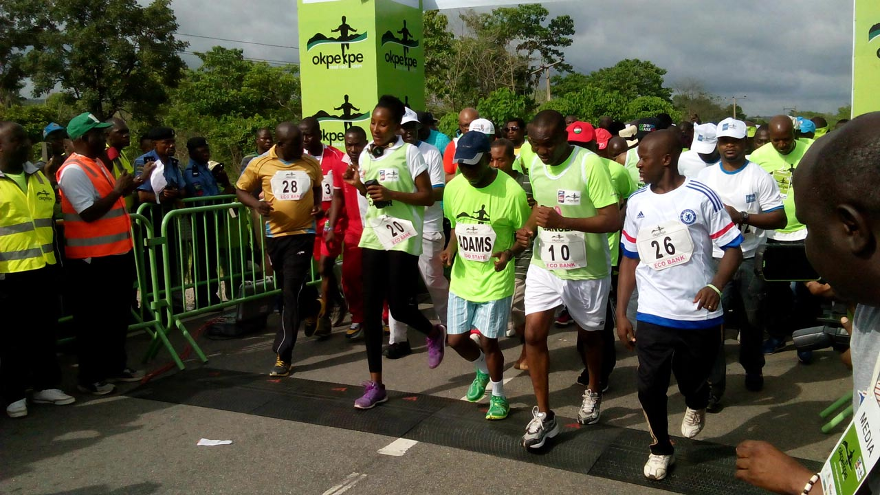 Edo State Governor, Adams Oshiomhole (middle); flanked on the right by Miss Nigeria, Leesi Peter-Vigoro, at the VIP starting point of the Okpekpe 10km race…yesterday. PHOTO: ALEMMA-OZIORUVA ALIU,