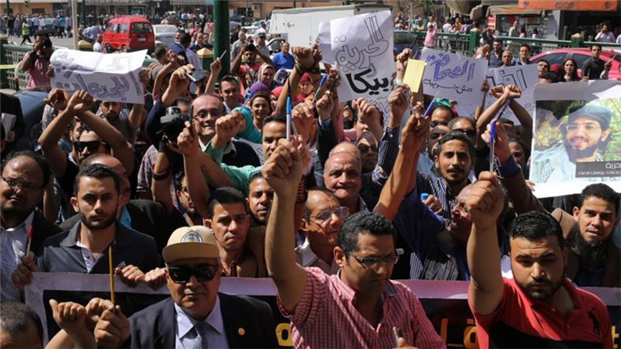 Journalists protest outside the Egyptian press syndicate in downtown Cairo .