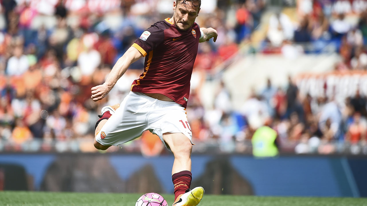 Fans rally round Totti as Roma move up to second — Sport — The