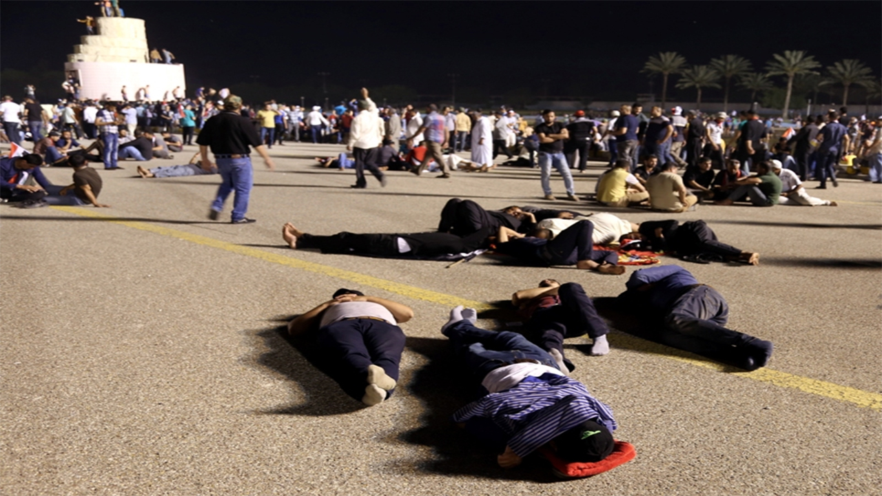 Supporters of Shiite cleric Muqtada al-Sadr sleep at Grand Festivities Square in Baghdad's Green Zone on April 30, 2016. As Iraq Prime Minister call for punishment of rioters.