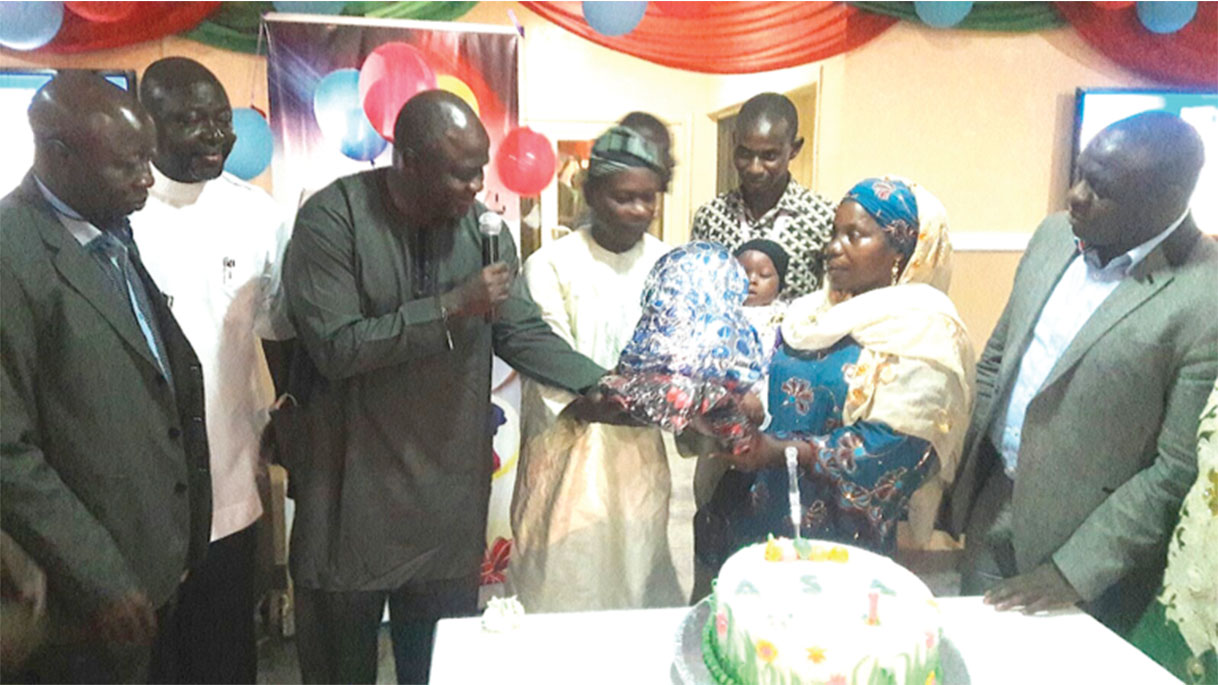 CMD UITH Professor Abdulwaheed Olatinwo, third left, and other UITH staff in a group photography with Baby Aishat