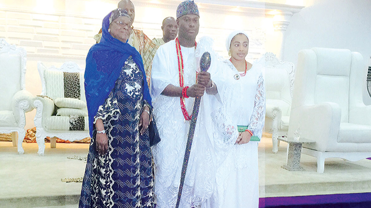 Ooni Ogunwusi (middle); his Olori; and a guest (left) at a function