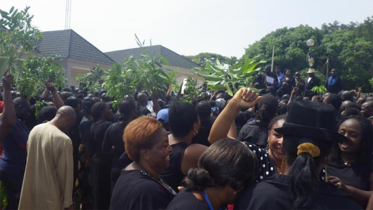 Crisis Looms In Nigerian Hospitals As Health Workers Begin Indefinite Strike Today