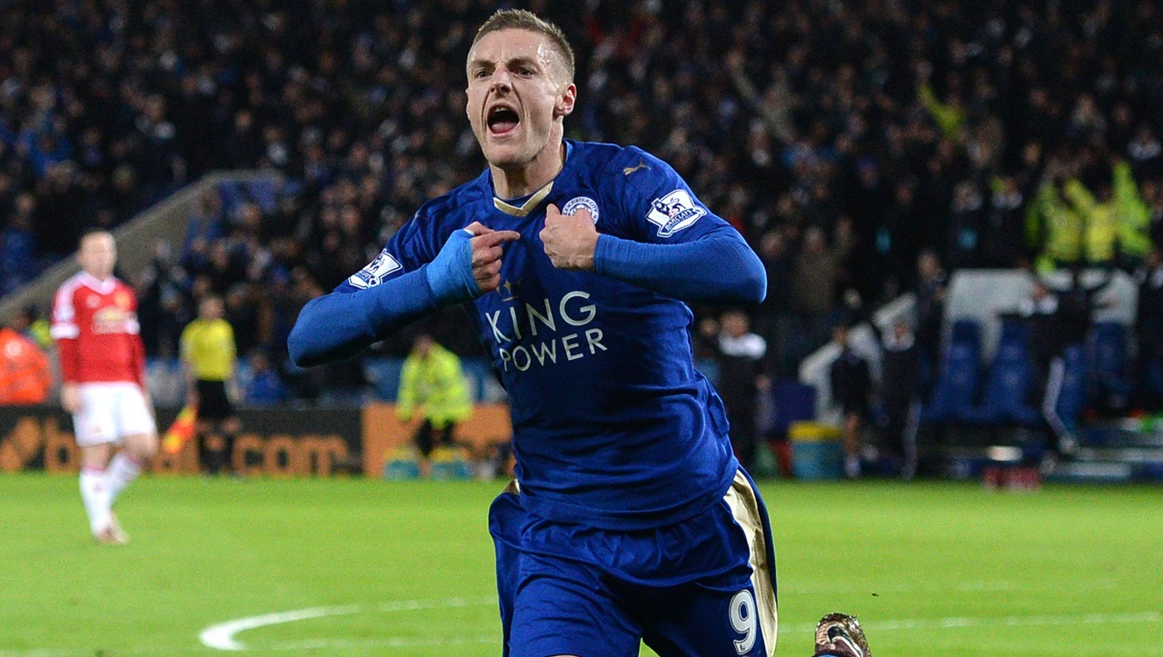 Leicester City's English striker Jamie Vardy celebrates after scoring during the English Premier League football match between Leicester City and Manchester United at the King Power Stadium in Leicester, central England on November 28, 2015. AFP PHOTO / OLI SCARFF