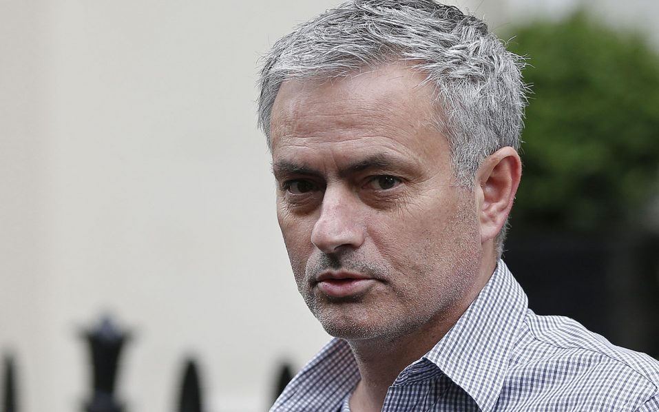 Jose Mourinho leaves his home in central London on May 25, 2016. Manchester United were locked in a second day of talks with Jose Mourinho's agents on Wednesday, hammering out a deal to sweep the controversial Portuguese boss into Old Trafford. / AFP PHOTO / ADRIAN DENNIS