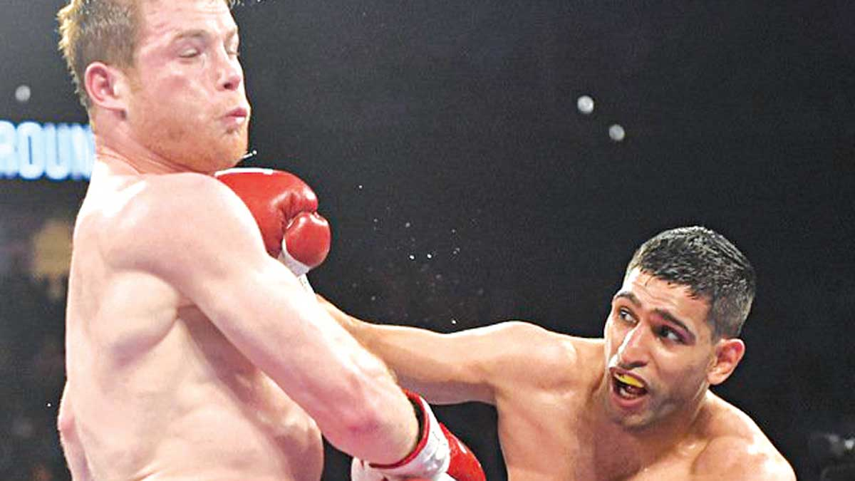 Amir Khan (right) connects to Saul 'Carnelo' Alvarez's jaw during his ill-fated WBC Middleweight World title fight against the Mexican in Las Vegas… on Saturday.                               PHOTO: BOXINGNEWS24.COM