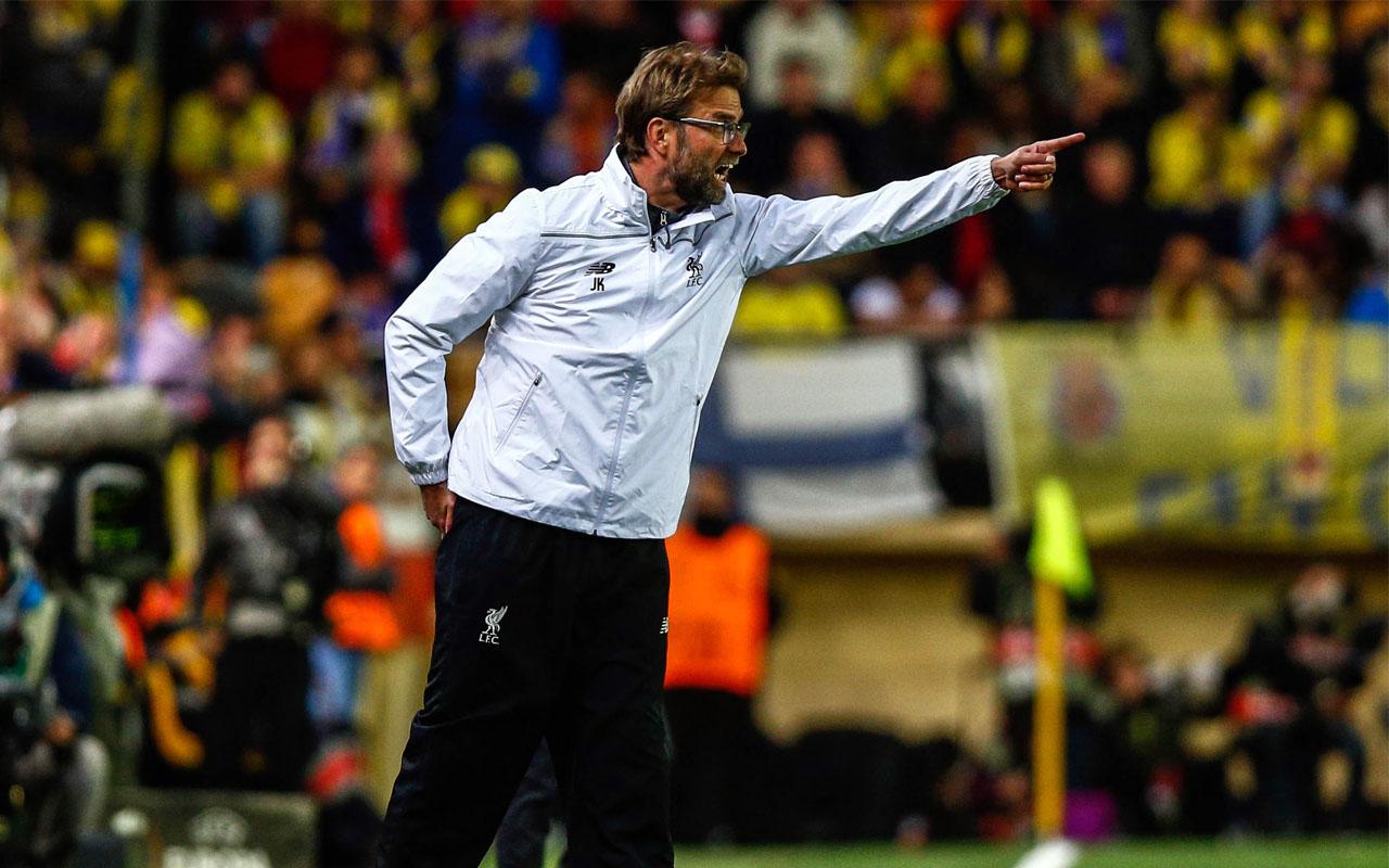 Liverpool's German coach Jurgen Klopp gestures from the sideline during the UEFA Europa League semifinal first leg football match Villarreal CF vs Liverpool FC at El Madrigal stadium in Vila-real on April 28, 2016. / AFP PHOTO / BIEL ALINO