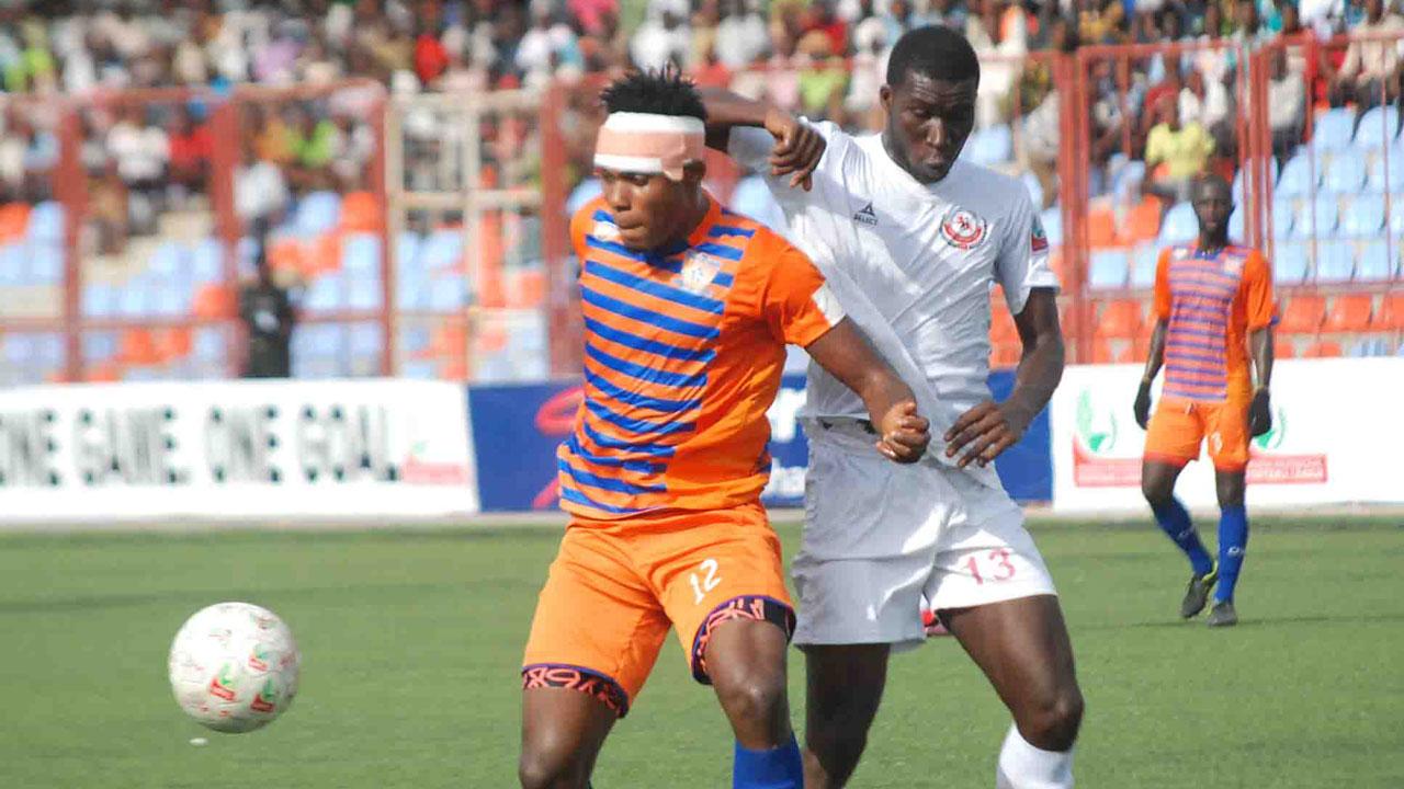 Sunshine Stars' Okiki Afolabi shields the ball from Christian Madu of Enugu Rangers during their recent NPFL game in Akure. Sunshine Stars beat Abia Warriors 2-1 in Umuahia to continue their upward swing in the 19-week-old season. PHOTO: LMC.