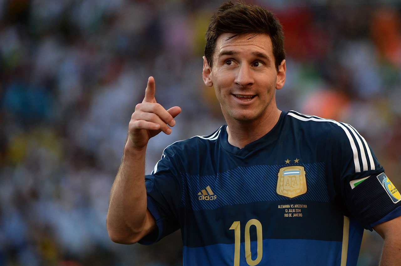 TOPSHOTS  Argentina's forward Lionel Messi reacts during the final football match between Germany and Argentina for the FIFA World Cup at The Maracana Stadium in Rio de Janeiro on July 13, 2014.  AFP PHOTO / PEDRO UGARTE