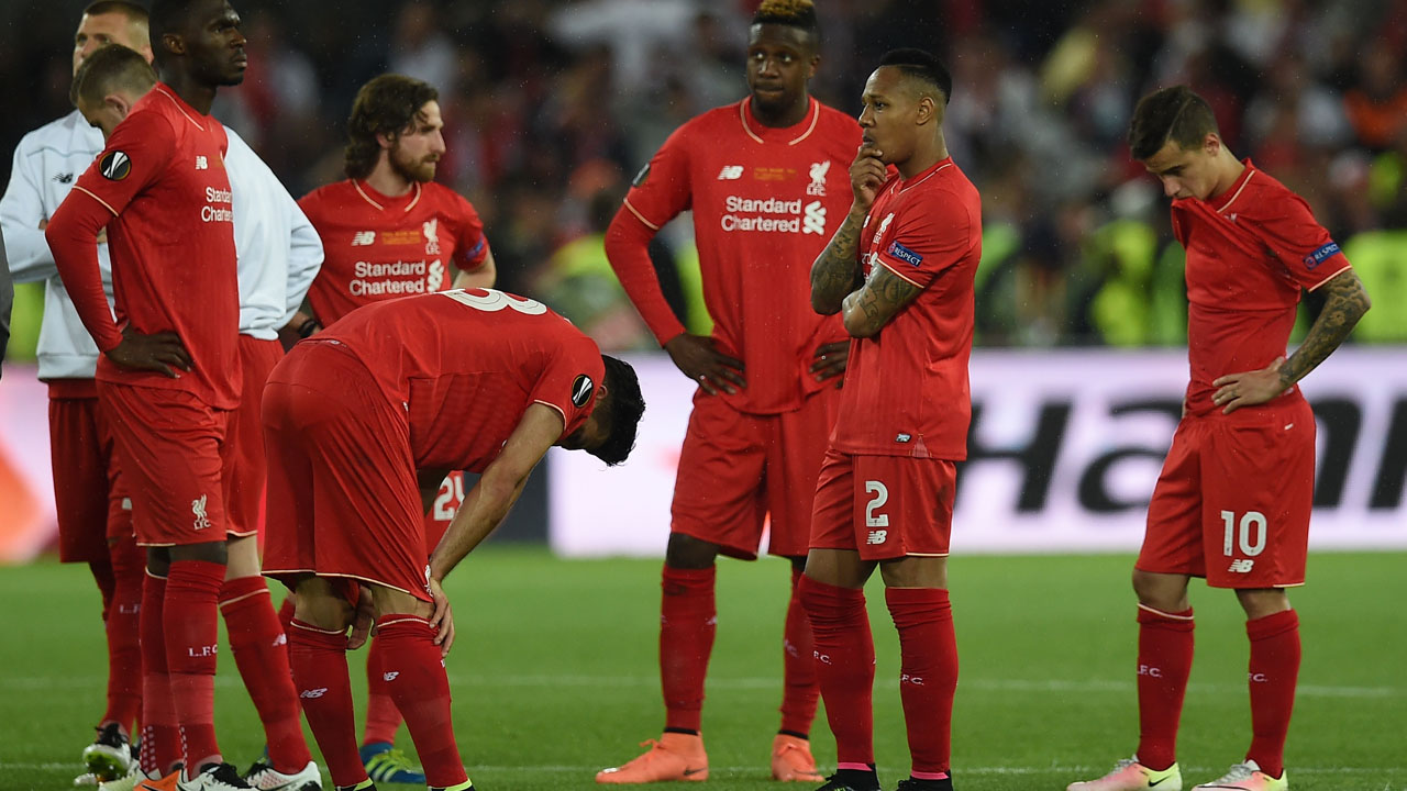 Liverpool's players  react  after losing  the UEFA Europa League final football match between Liverpool FC and Sevilla FC at the St Jakob-Park stadium in Basel, on May 18, 2016.   AFP PHOTO / PAUL ELLIS / AFP PHOTO / PAUL ELLIS