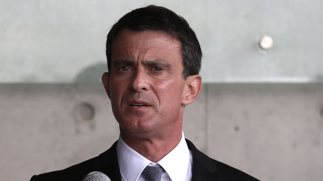 French Prime Minister Manuel Valls speaks to the press on May 23, 2016, during his visit to the Yad Vashem Holocaust Memorial museum in Jerusalem commemorating the six million Jews killed by the Nazis during World War II. Valls is in Israel to advance his country's plan to restart Israeli-Palestinian peace efforts in the face of opposition from his counterpart Benjamin Netanyahu. / AFP PHOTO / GALI TIBBON