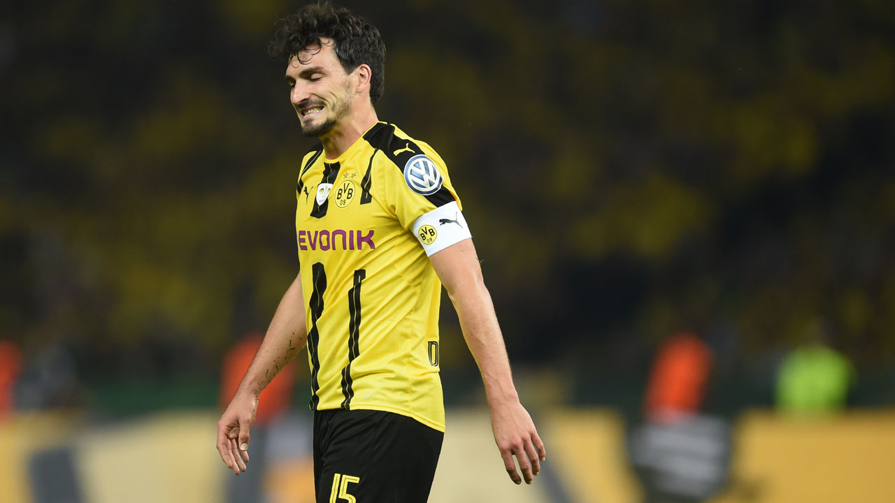 Dortmund's defender Mats Hummels reacts during the German Cup (DFB Pokal) final football match Bayern Munich vs Borussia Dortmund at the Olympic stadium in Berlin on May 21, 2016. / AFP PHOTO / Christof STACHE /