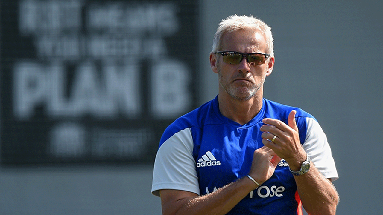 Former England boss Peter Moores turned down the chance to become the new head coach of Pakistan.