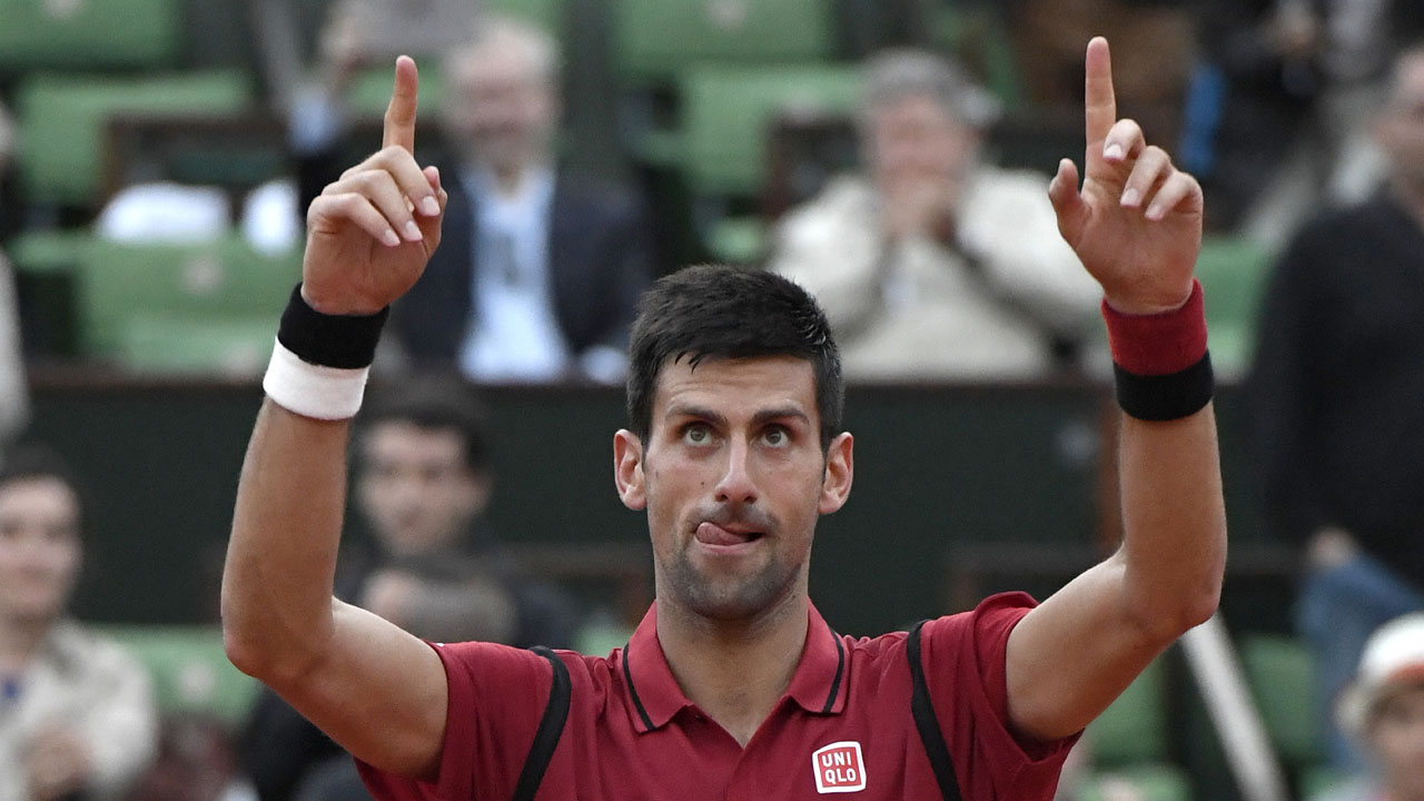 Serbia's Novak Djokovic celebrates after winning his men's third round match against Great Britain's Aljaz Bedene at the Roland Garros 2016 French Tennis Open in Paris on May 28, 2016. / AFP PHOTO / MIGUEL MEDINA