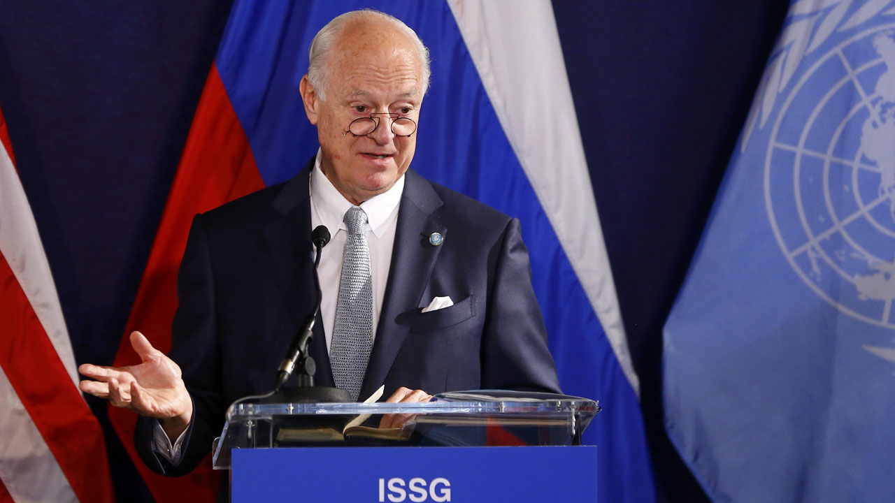 United Nations special envoy on Syria Staffan de Mistura speaks during a press conference in Vienna, Austria, on May 17, 2016. Senior envoys from world and regional powers meet once again in Vienna in an effort to salvage stumbling efforts to halt Syria's civil war. / AFP PHOTO / POOL / LEONHARD FOEGER