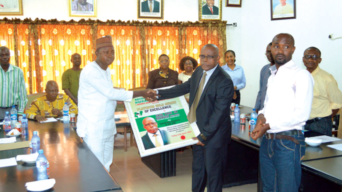 NANS National President, Tijiani Usman, flanked by members of his executive, while presenting the award to Prof. Ndubisi
