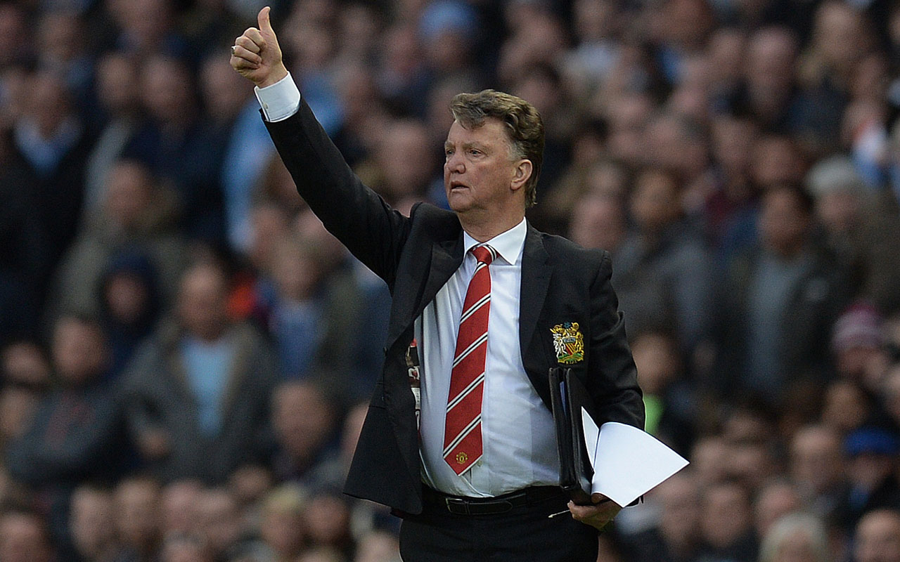 (FILES) This file photo taken on March 20, 2016, Manchester United's Dutch manager Louis van Gaal instructing his players during the English Premier League football match between Manchester City and Manchester United at the Etihad Stadium in Manchester, north west England.  Louis van Gaal's sacking as Manchester United manager was finally confirmed on Monday May 23, 2016, as the Premier League club announced the Dutchman had left with immediate effect. / AFP PHOTO / OLI SCARFF
