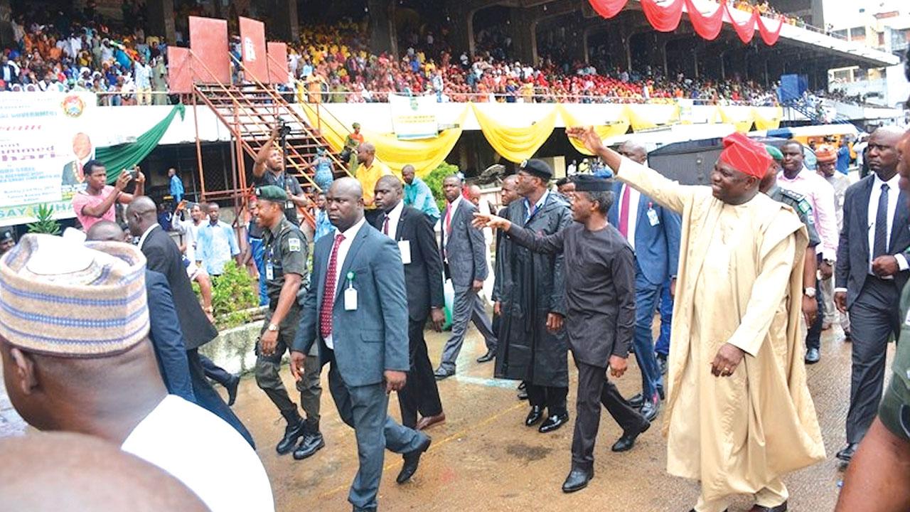 Osinbajo, Ambode and his entourage at TBS, Lagos...yesterday