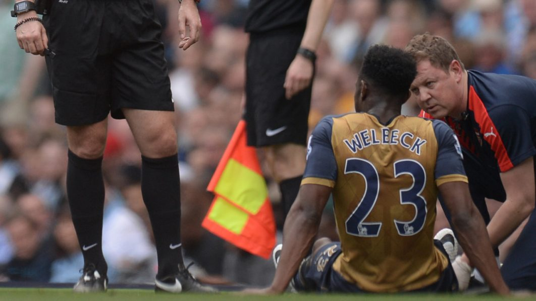 Arsenal's English striker Danny Welbeck receives medical assistance during the English Premier League football match between Manchester City and Arsenal at the Etihad Stadium in Manchester, north west England, on May 8, 2016. / AFP PHOTO / OLI SCARFF
