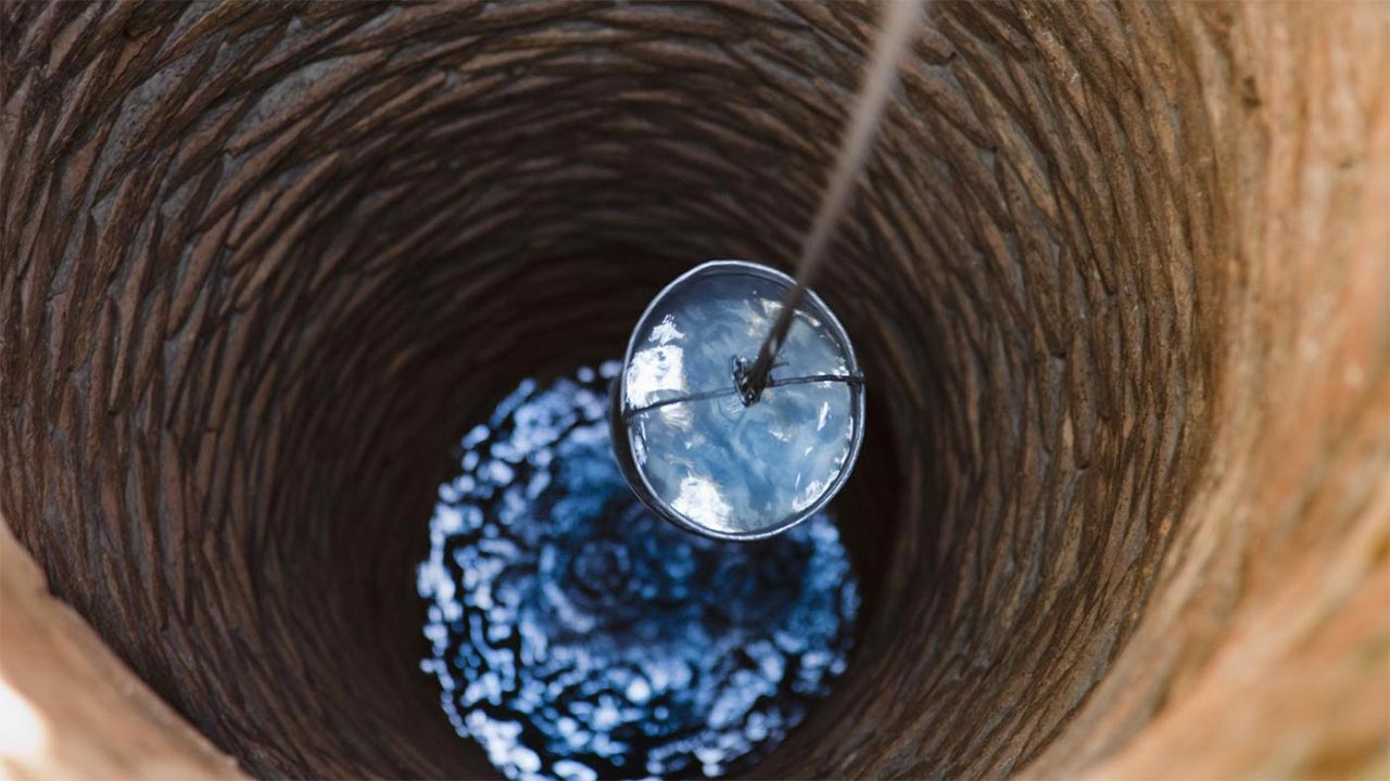 Arsenic in drinking water from private wells may explain the elevated bladder cancer risk among people in three New England states, a new study suggests.