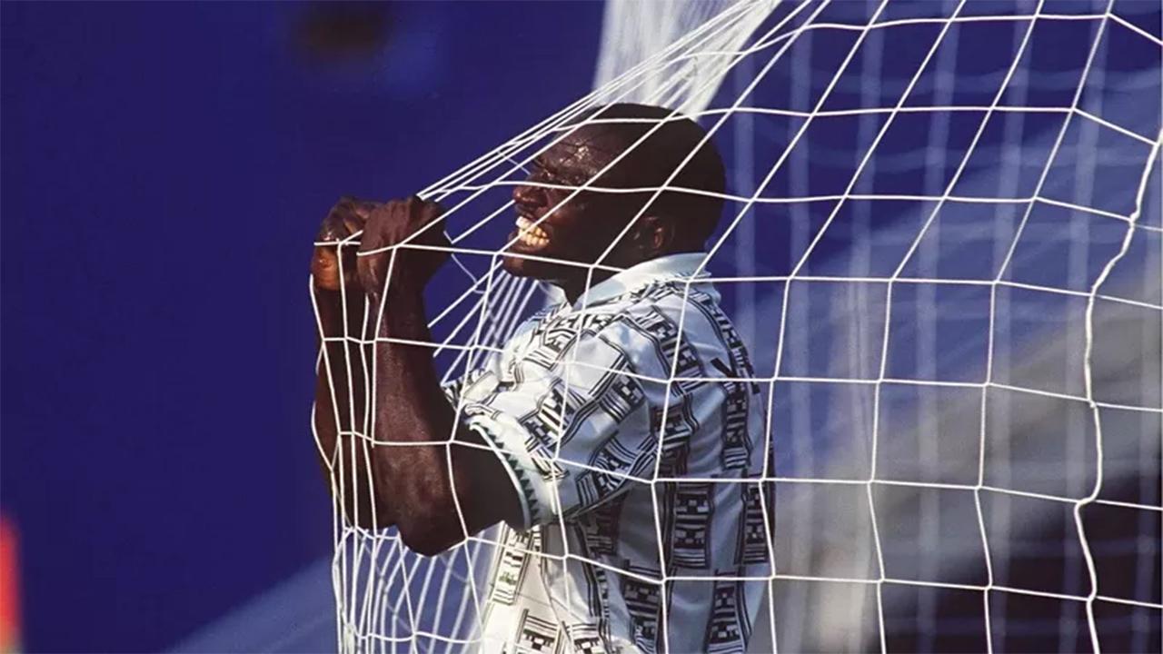 Rashidi Yekini celebrates Nigeria's first ever World Cup goal in the match against Bulgaria