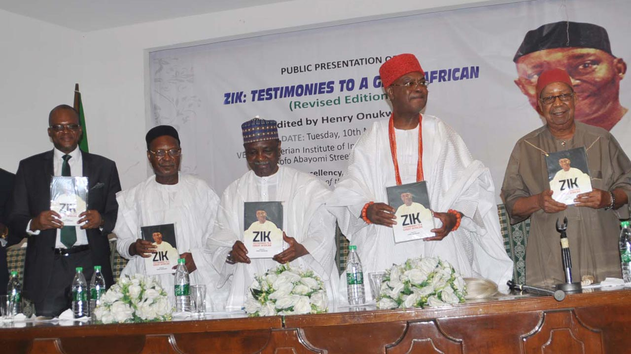 Author of the book, ZIK: Testimonies to a Great African, Mr. Henry Onukwuba (left), son of Dr. Nnamdi Azikiwe, Ambassador Emeka Ayo Azikiwe, former head of State and Chairman of the occasion, General Yakubu Gowon, Father of the Day, the Obi of Onitsha, Igwe Nnaemeka Alfred Achebe and First Republic Aviation Minister, Chief Mbazulike Amaechi, during the public presentation of the book to mark the 20th year remembrance of Dr. Azikiwe at the Nigerian Institute of International Affairs (NIIA)…yesterday    PHOTO: MARGARET MWANTOK