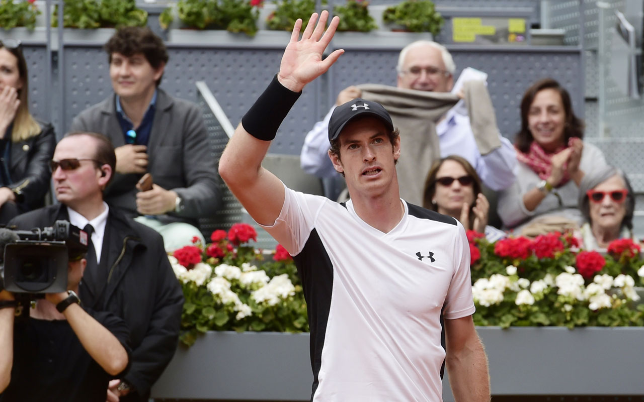 British tennis player Andy Murray waves after defeating French tennis player Gilles Simon during the Madrid Open tournament at the Caja Magica (Magic Box) sports complex in Madrid on May 5, 2016. / AFP PHOTO / JAVIER SORIANO