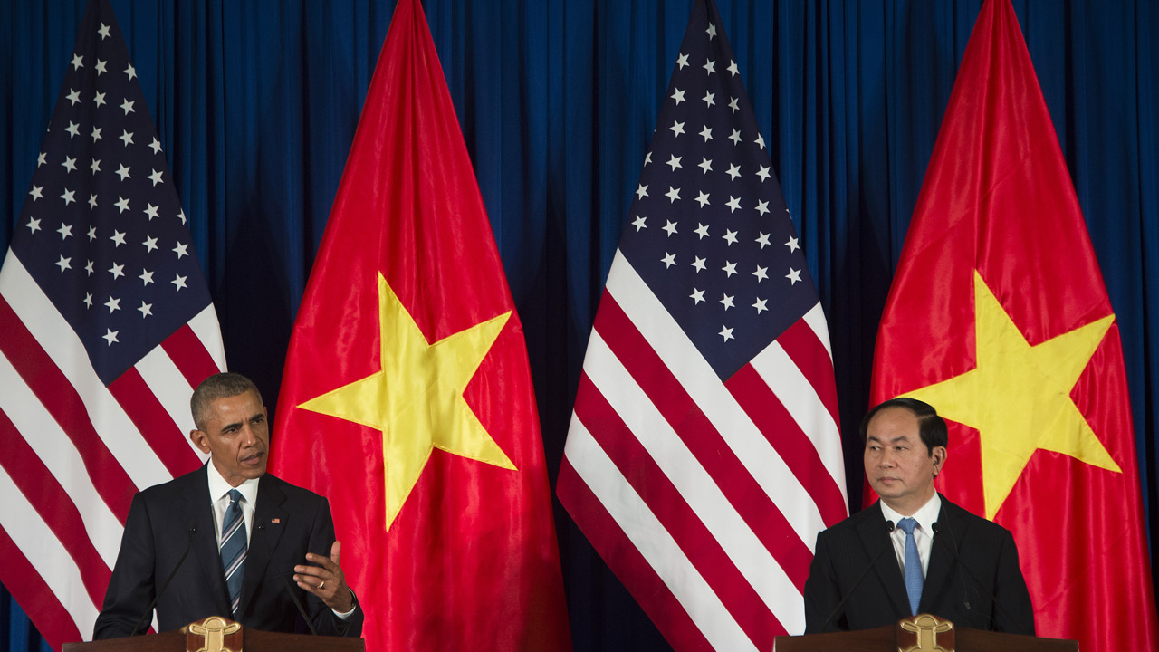 US President Barack Obama and Vietnamese President Tran Dai Quang speak during a joint press conference in Hanoi on May 23, 2016. Obama was to meet communist Vietnam's senior leaders on May 23, kicking off a landmark visit that caps two decades of post-war rapprochement, as both countries look to push trade and check Beijing's growing assertiveness in the South China Sea. / AFP PHOTO / JIM WATSON